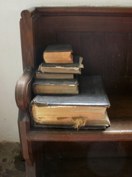 bibles (photo) © Mari French 2011