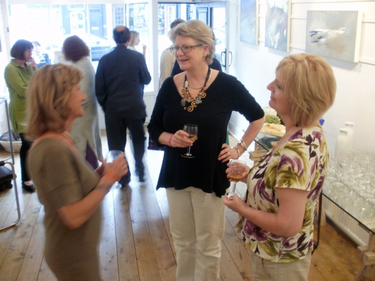 Mari French with Tassie Russell & gallery owner Laurie Maclaren