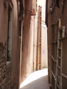 calle with ladders, venice © Mari French 2012
