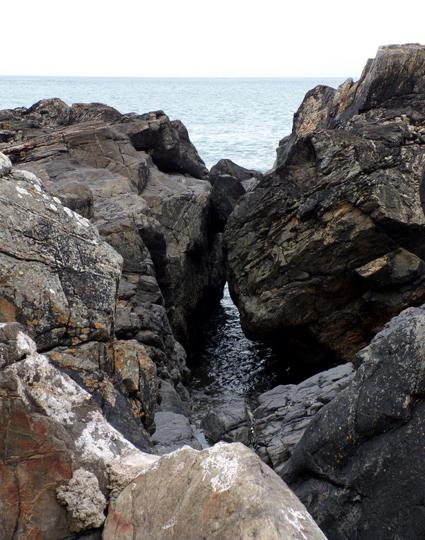 Rocks near Boat Cove © Mari French 2017