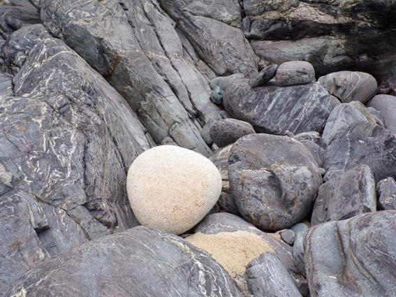 Boat Cove stones © Mari French 2017