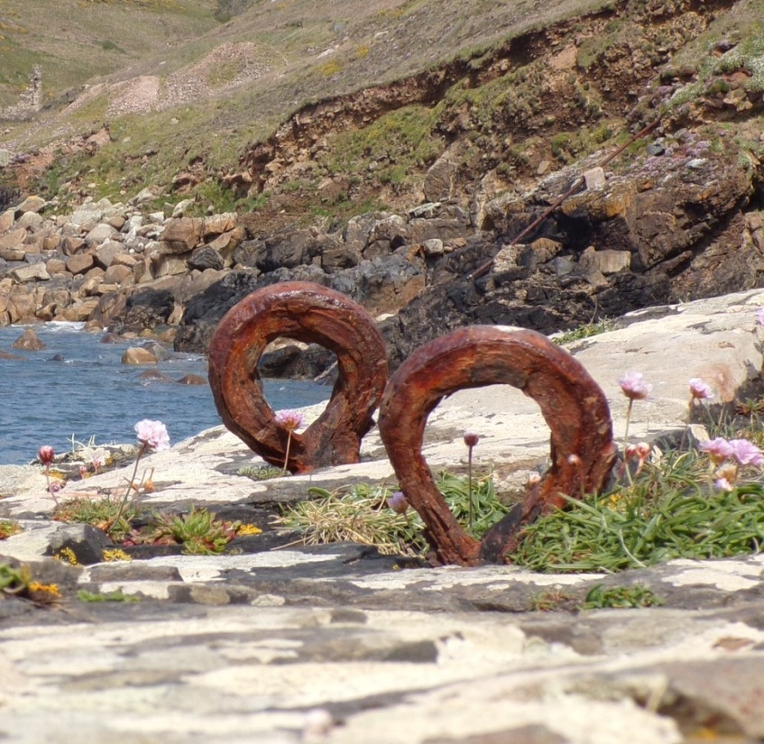 Rusted mooring rings, Cape Cornwall © Mari French 2017